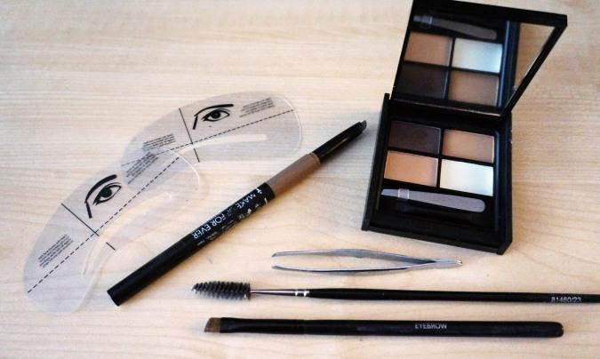 produits pour les sourcils palette crayon brosse