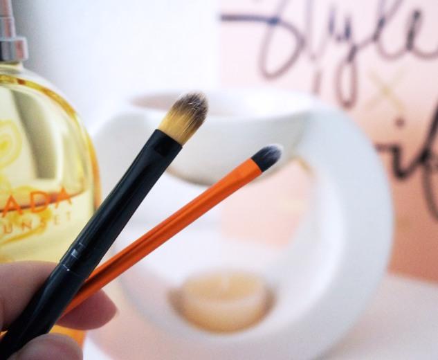 Pinceau de maquillage plat correcteur