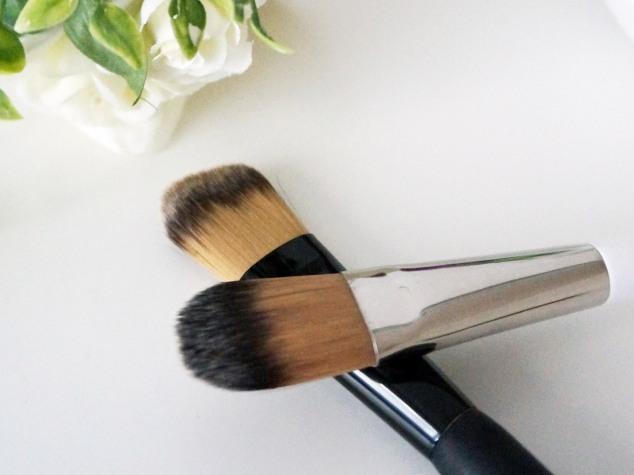 Pinceau de maquillage plat pour fond de teint liquide